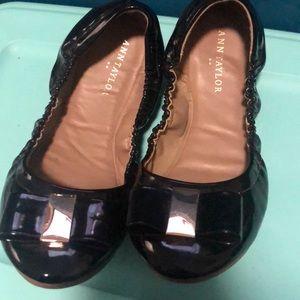 Ann Taylor black patent bow flats